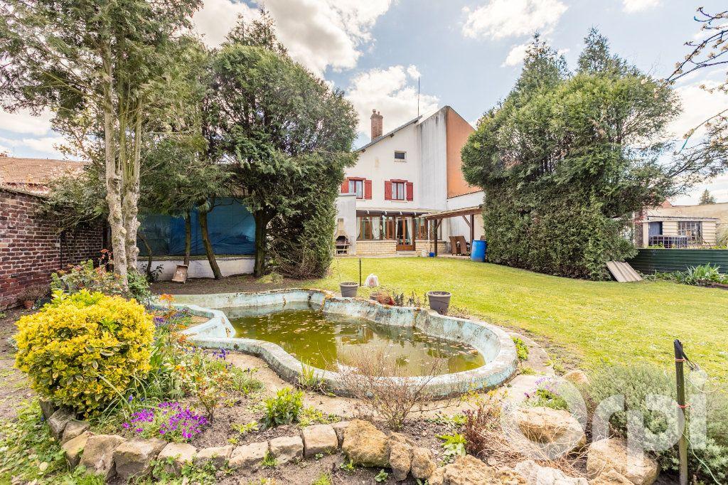 Maison à vendre 5 138m2 à Chauny vignette-1