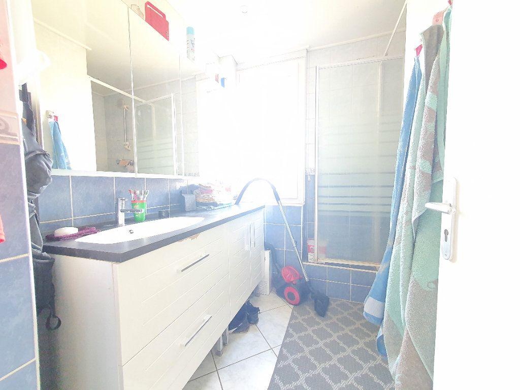 Appartement à louer 4 78.49m2 à Chauny vignette-7
