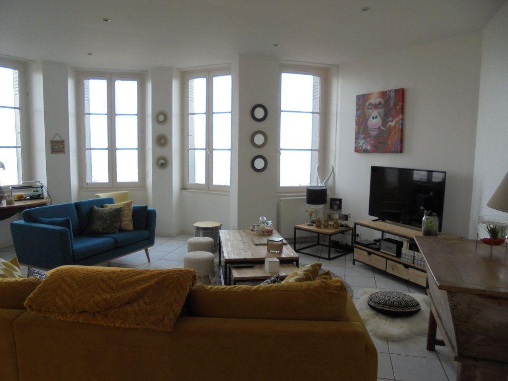 Appartement à louer 4 100m2 à Laon vignette-1
