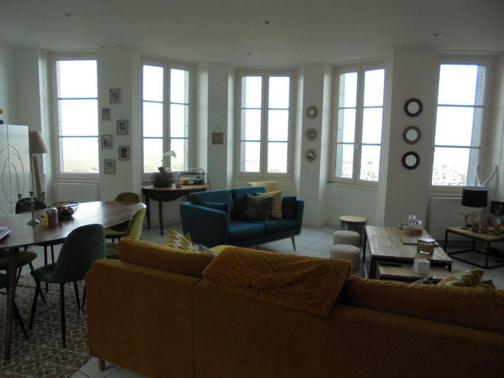 Appartement à louer 4 100m2 à Laon vignette-3