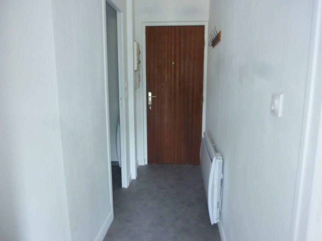 Appartement à louer 2 38m2 à Laon vignette-2