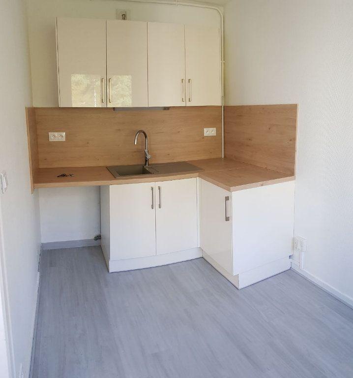Appartement à louer 1 31m2 à Laon vignette-3
