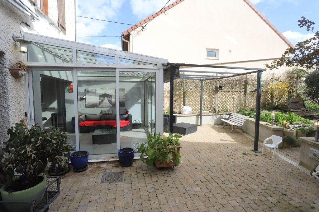 Maison à vendre 9 240m2 à Laon vignette-9
