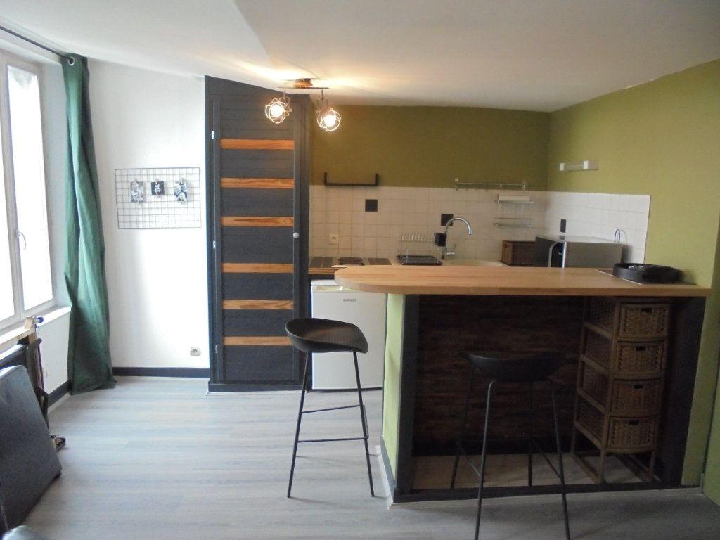 Appartement à louer 1 24.05m2 à Laon vignette-1