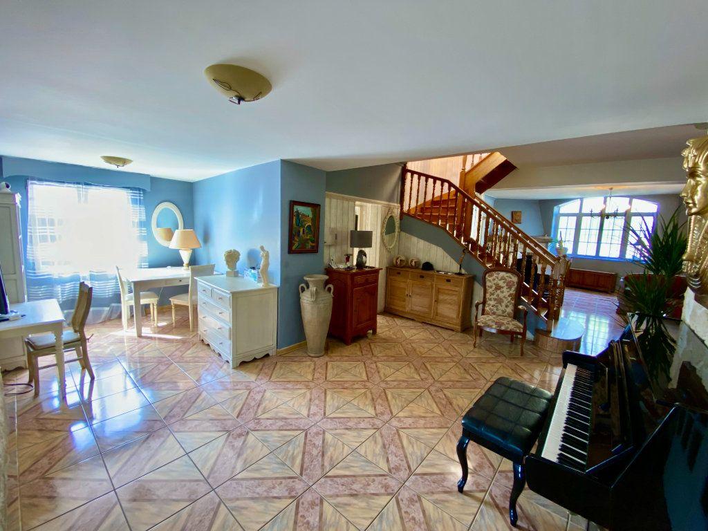 Maison à vendre 12 340m2 à Royaucourt-et-Chailvet vignette-4