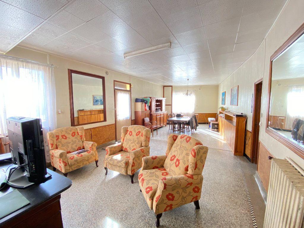 Maison à vendre 9 215m2 à Crépy vignette-3