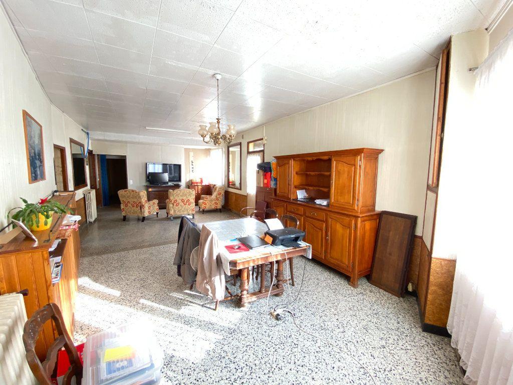 Maison à vendre 9 215m2 à Crépy vignette-4