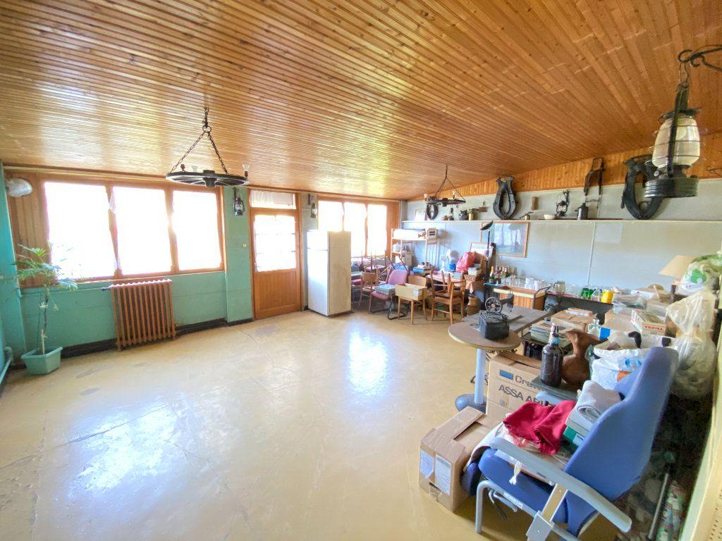 Maison à vendre 9 215m2 à Crépy vignette-6