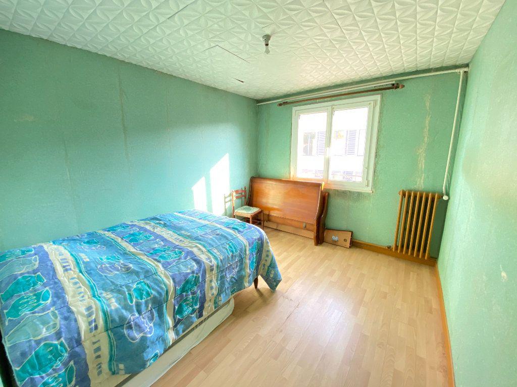 Maison à vendre 9 215m2 à Crépy vignette-10