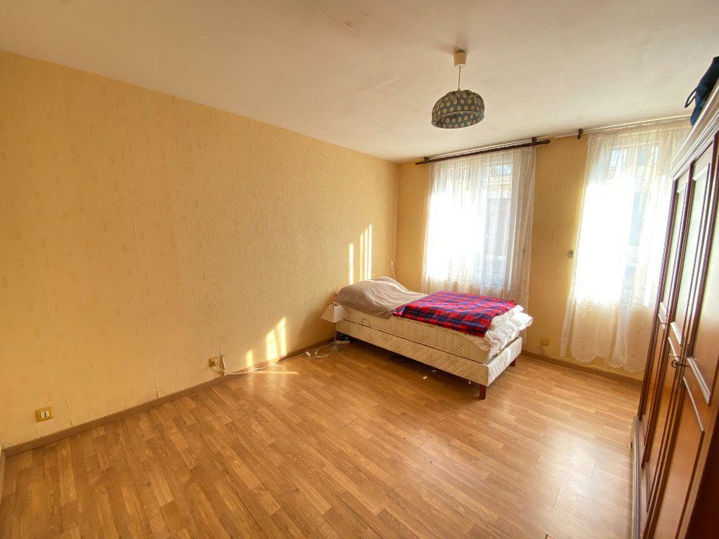 Maison à vendre 9 215m2 à Crépy vignette-11