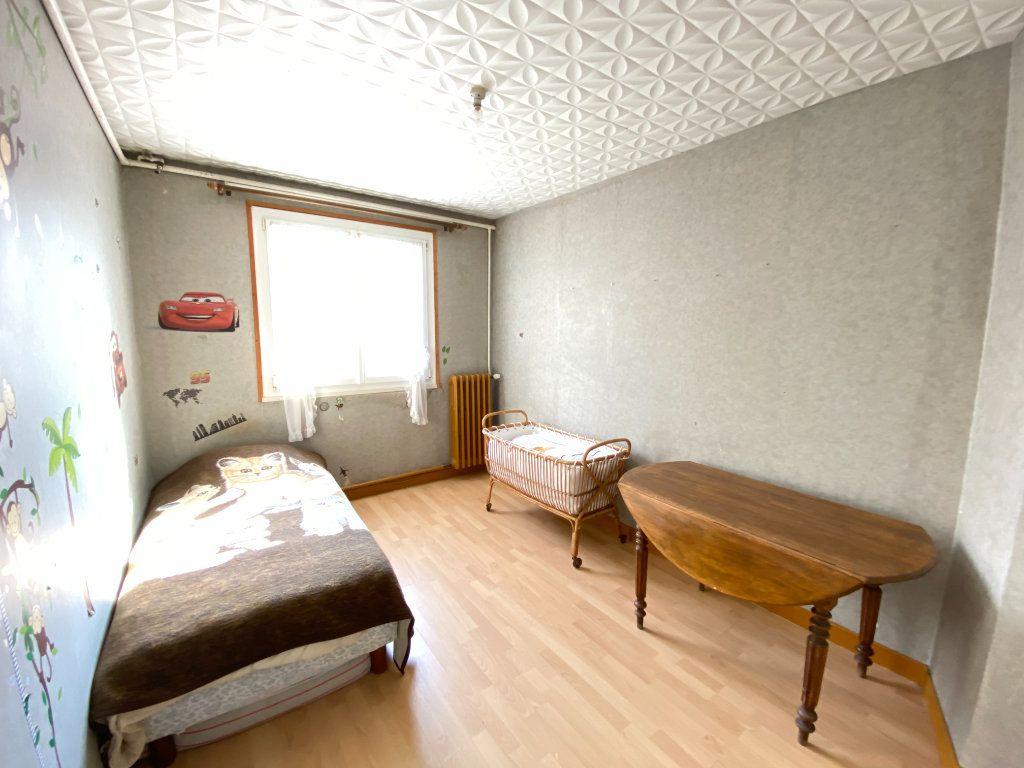 Maison à vendre 9 215m2 à Crépy vignette-13