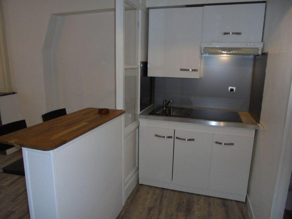 Appartement à louer 2 34m2 à Laon vignette-3