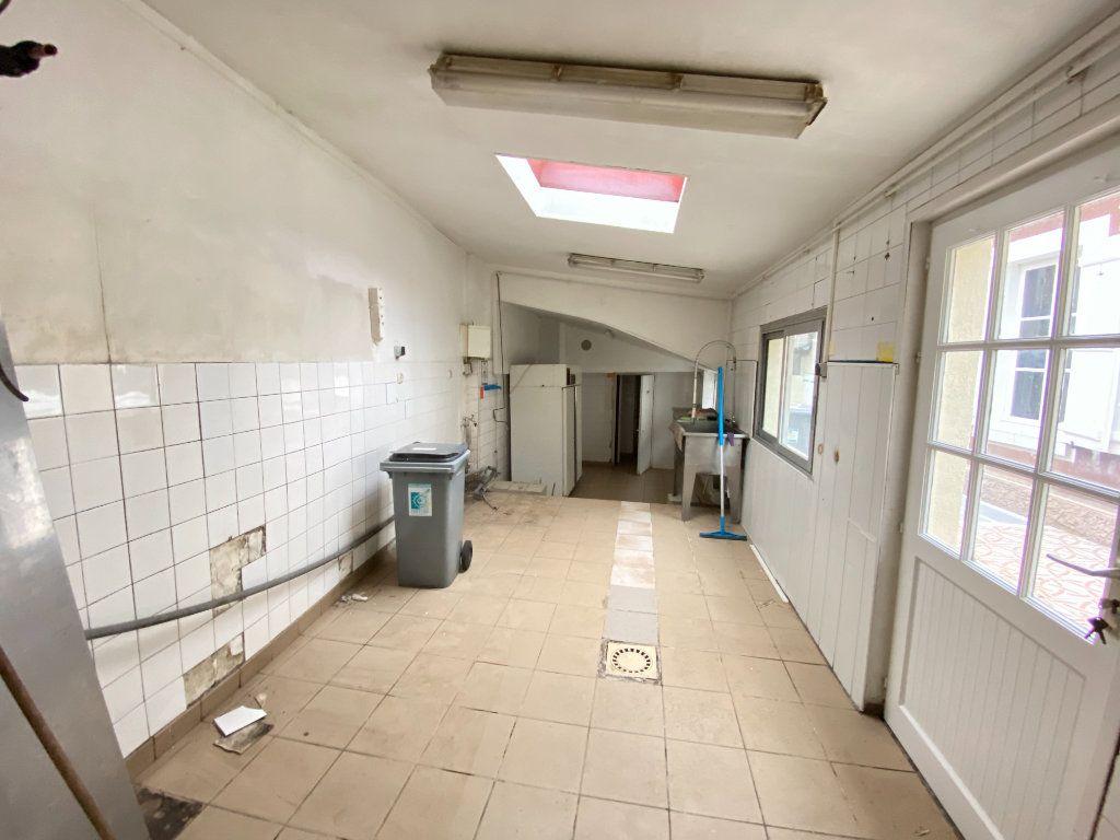 Immeuble à vendre 0 390m2 à Laon vignette-4