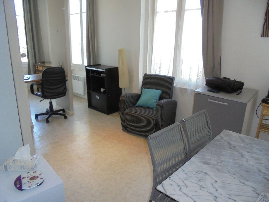 Appartement à louer 1 24m2 à Laon vignette-3