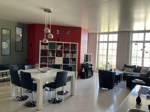 Appartement à vendre 5 138m2 à Laon vignette-1
