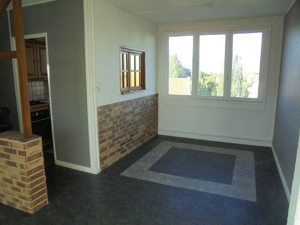 Appartement à louer 3 52m2 à Laon vignette-1
