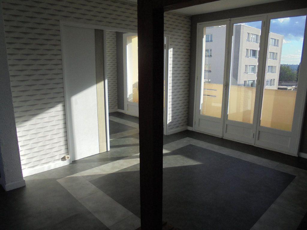 Appartement à louer 3 52m2 à Laon vignette-2