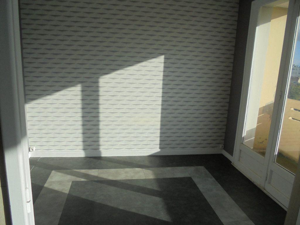 Appartement à louer 3 52m2 à Laon vignette-4