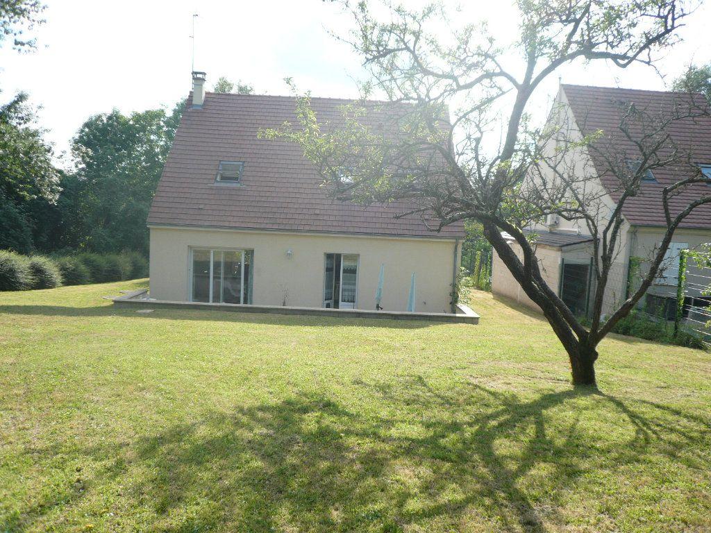 Maison à louer 5 130.26m2 à Bussy-Saint-Georges vignette-1