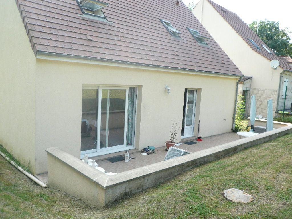 Maison à louer 5 130.26m2 à Bussy-Saint-Georges vignette-2