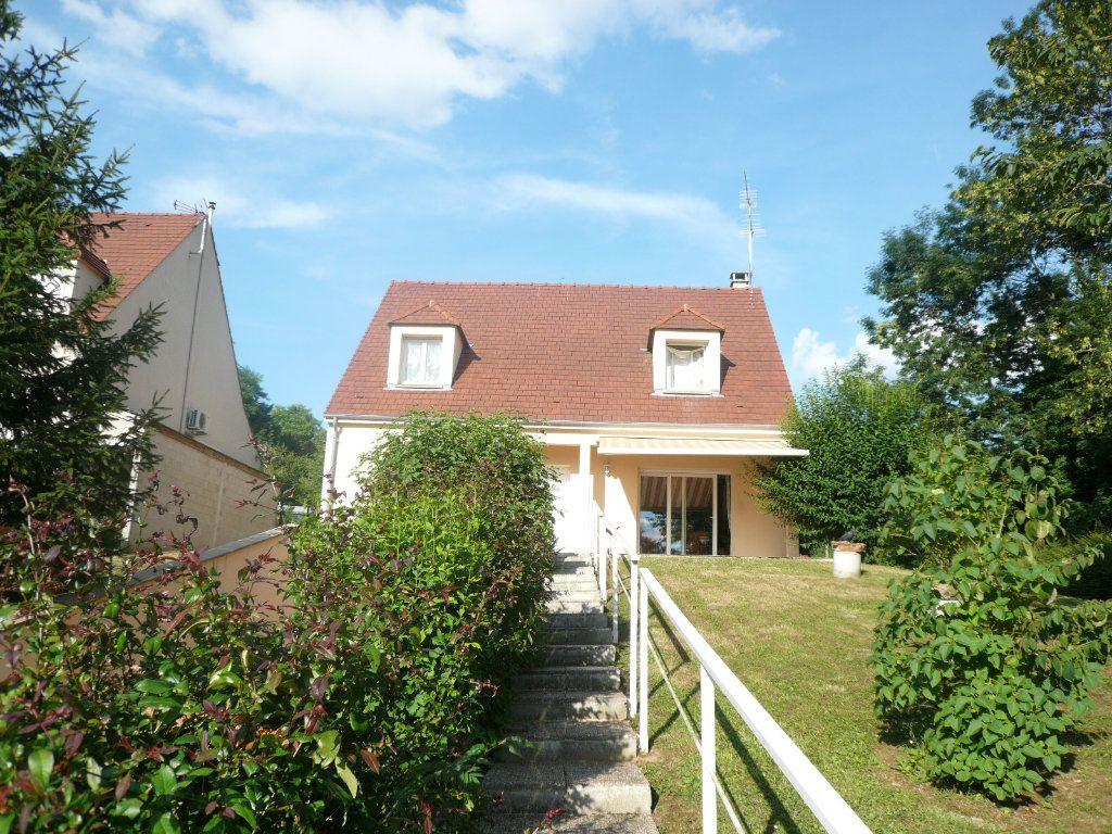 Maison à louer 5 130.26m2 à Bussy-Saint-Georges vignette-3