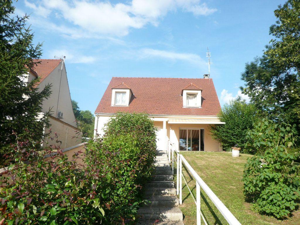 Maison à louer 5 130.26m2 à Bussy-Saint-Georges vignette-7
