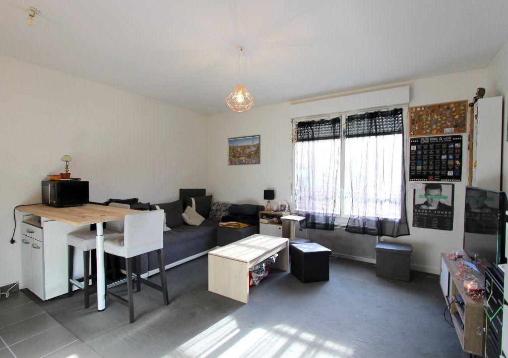 Appartement à vendre 1 28.09m2 à Ferrières-en-Brie vignette-1