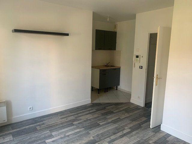 Appartement à louer 1 22.98m2 à Magny-le-Hongre vignette-4