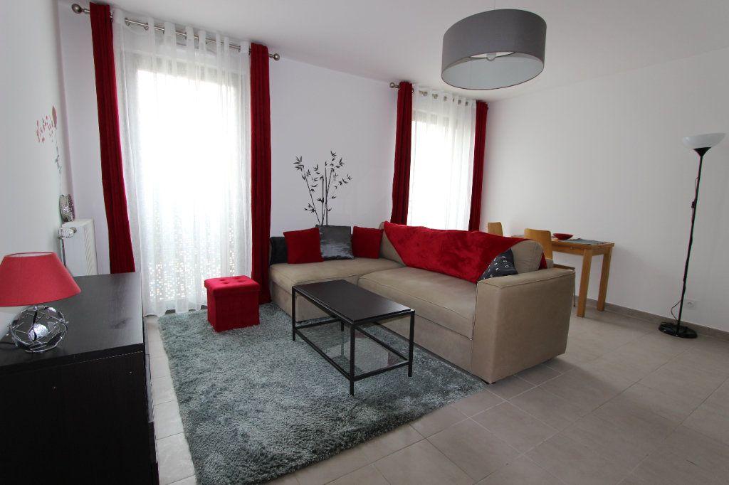 Appartement à louer 1 31.5m2 à Bussy-Saint-Georges vignette-1