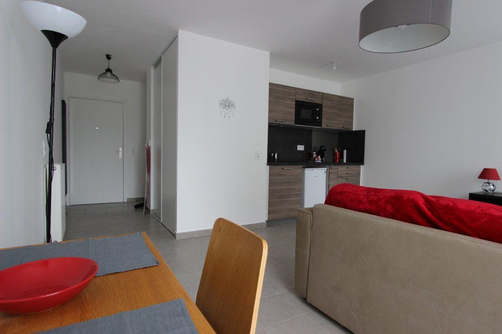 Appartement à louer 1 31.5m2 à Bussy-Saint-Georges vignette-3