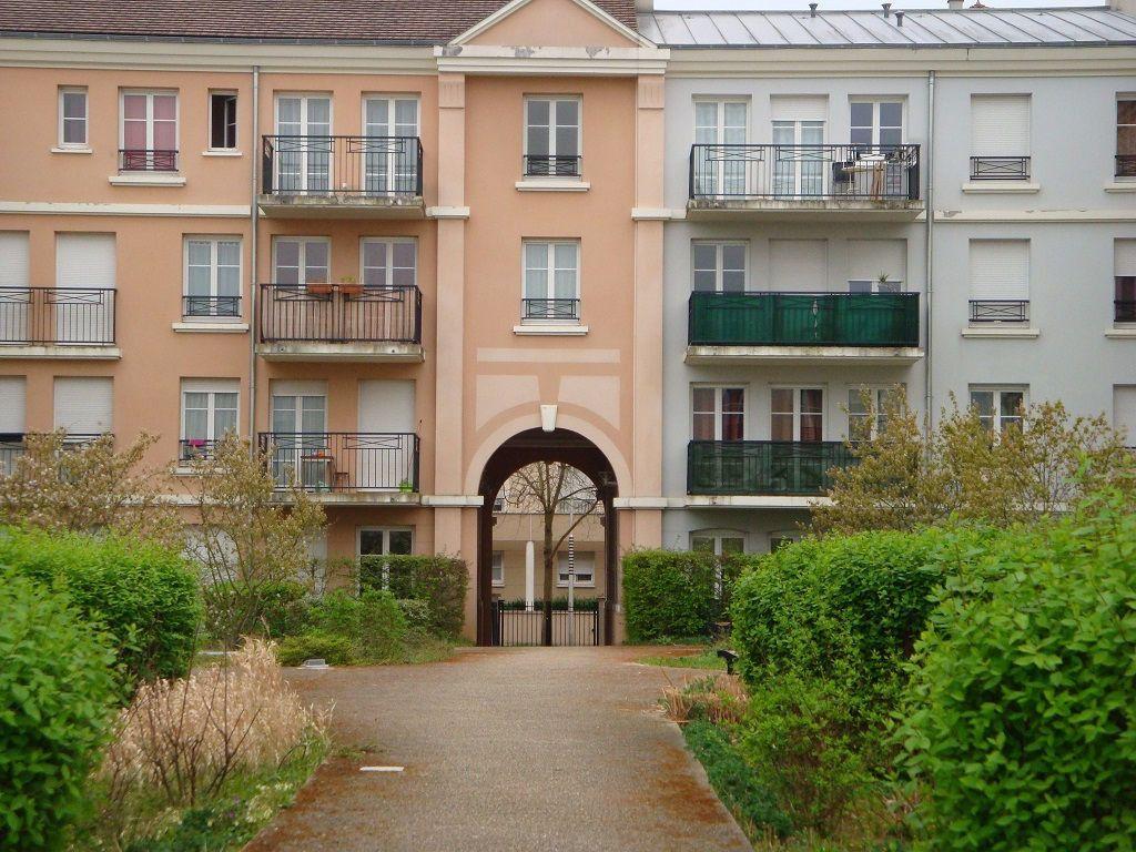 Appartement à louer 1 27m2 à Bussy-Saint-Georges vignette-1