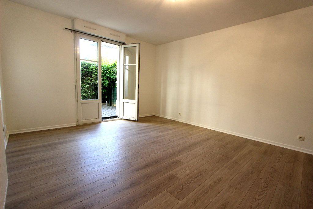 Appartement à louer 2 47.4m2 à Bussy-Saint-Georges vignette-1