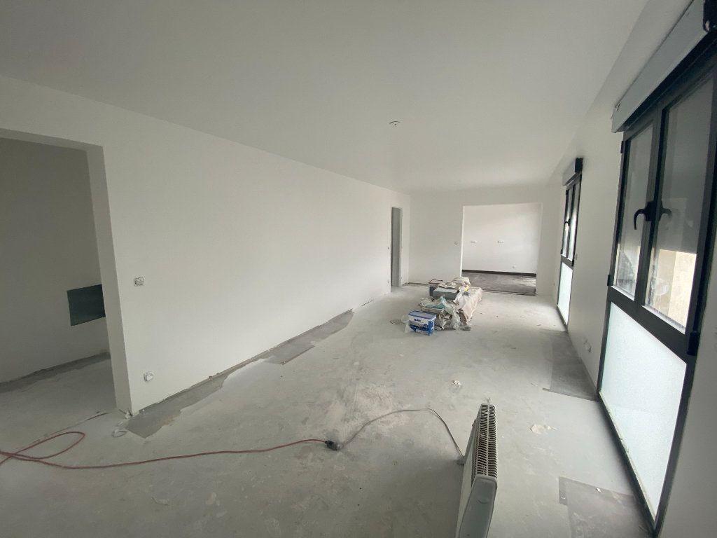 Appartement à vendre 4 80.4m2 à Osny vignette-3