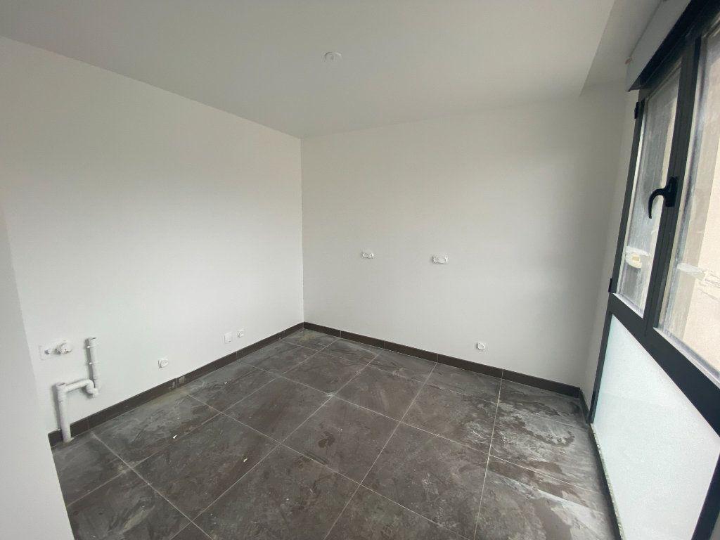 Appartement à vendre 4 80.4m2 à Osny vignette-4