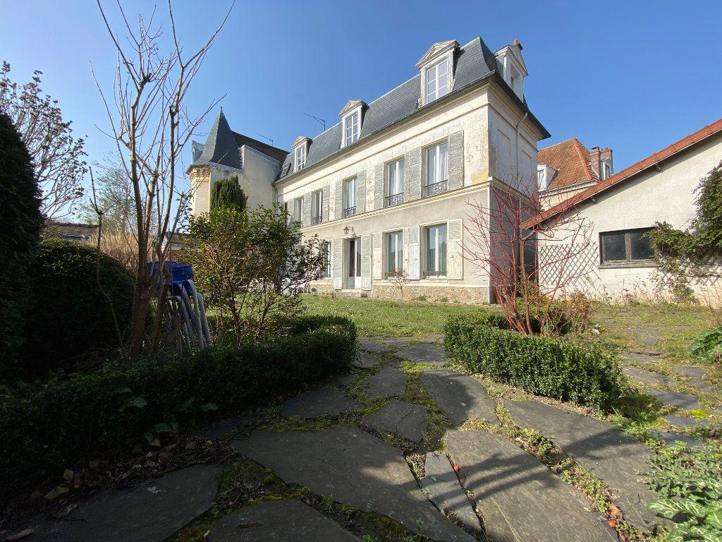 Maison à vendre 9 230m2 à Pontoise vignette-1