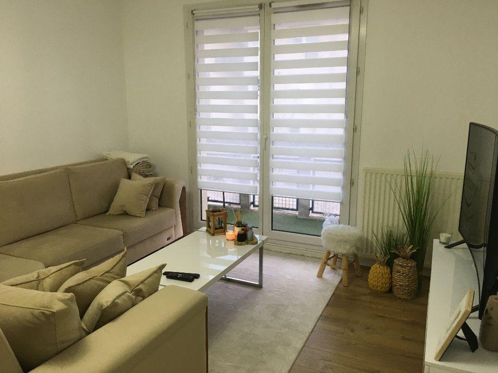 Appartement à vendre 3 61m2 à Saint-Ouen-l'Aumône vignette-3
