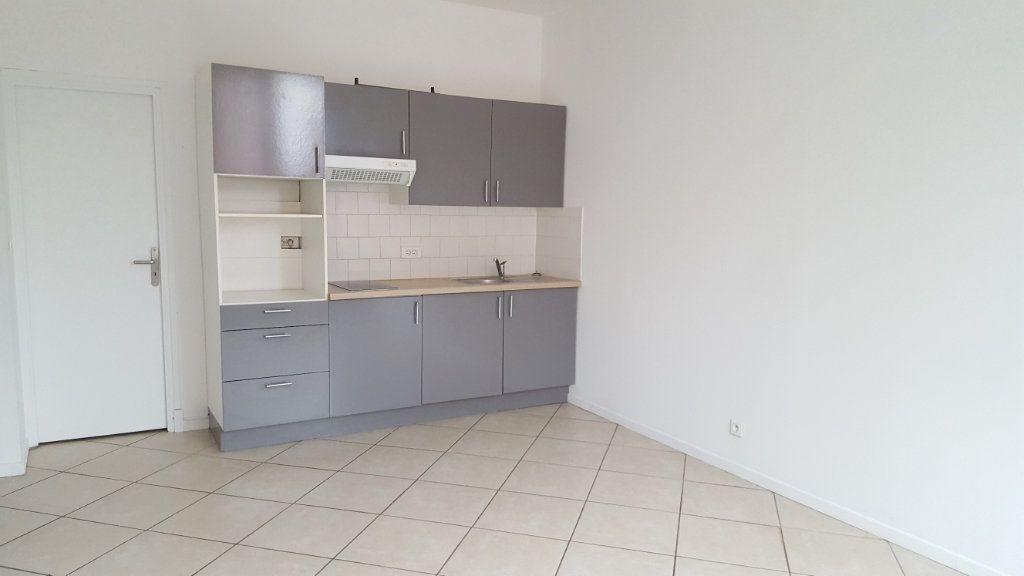 Appartement à louer 2 38m2 à Armentières vignette-2