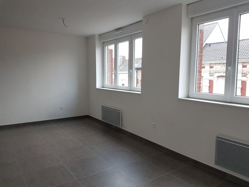 Appartement à louer 2 53m2 à Hazebrouck vignette-2