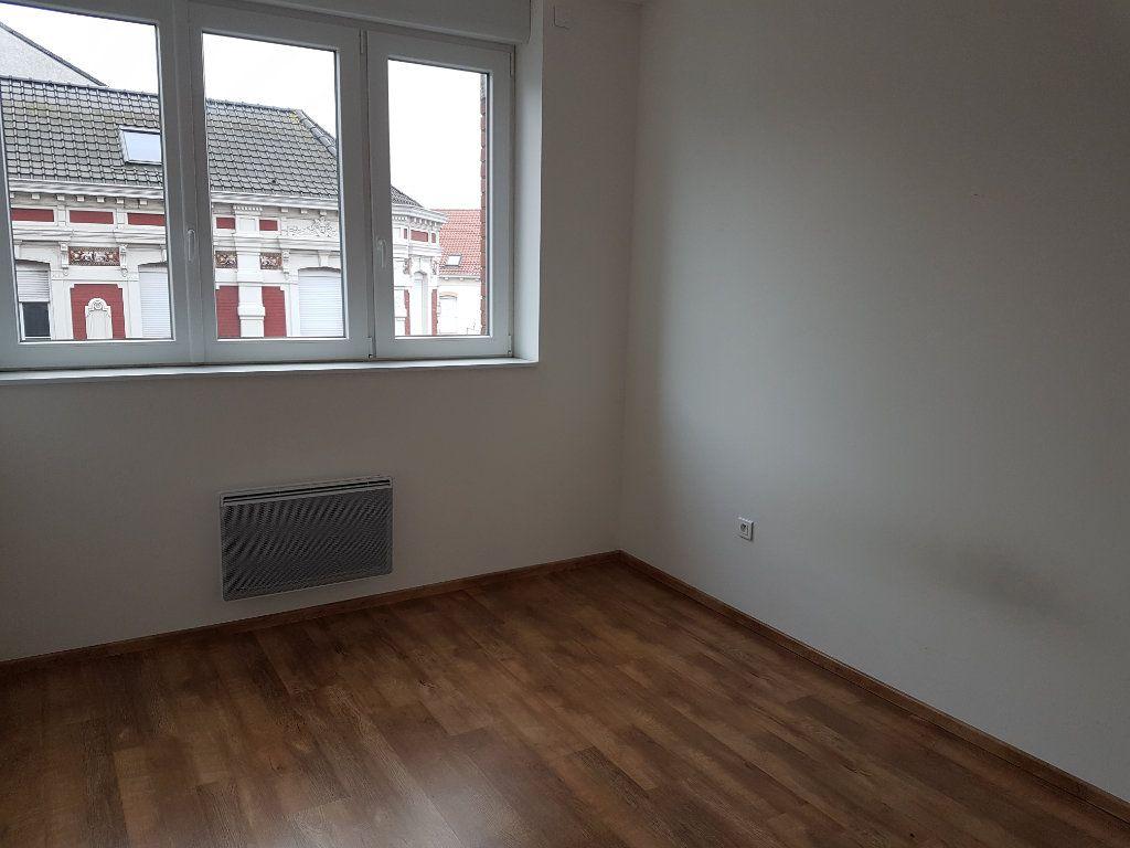 Appartement à louer 2 53m2 à Hazebrouck vignette-3