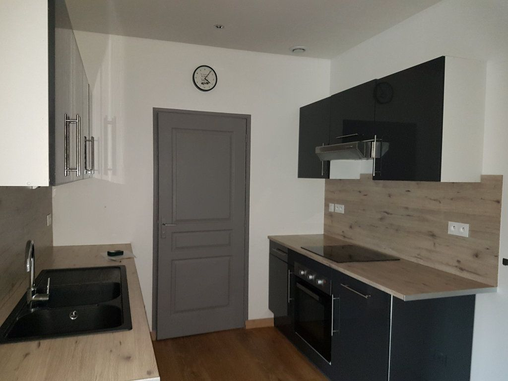 Appartement à louer 4 80m2 à Aire-sur-la-Lys vignette-1