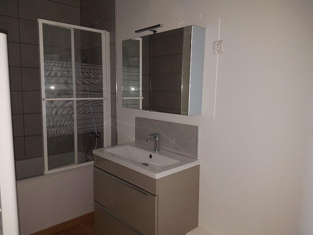 Appartement à louer 4 80m2 à Aire-sur-la-Lys vignette-8
