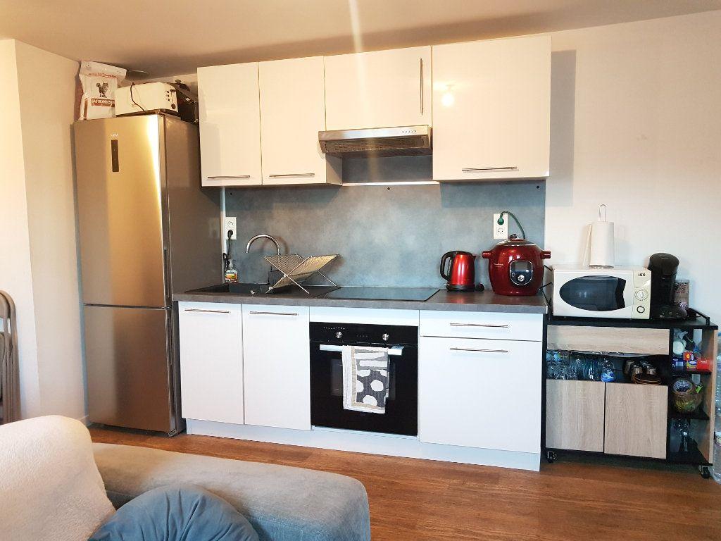 Appartement à louer 2 29m2 à Hazebrouck vignette-2