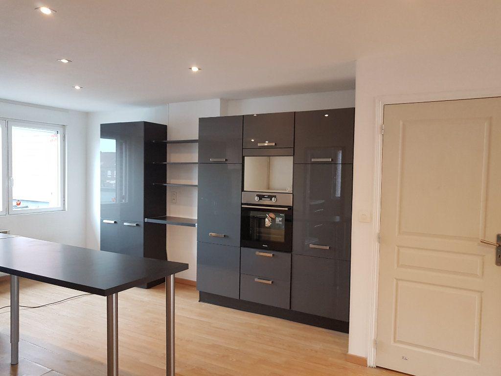 Appartement à louer 3 86m2 à Steenvoorde vignette-1
