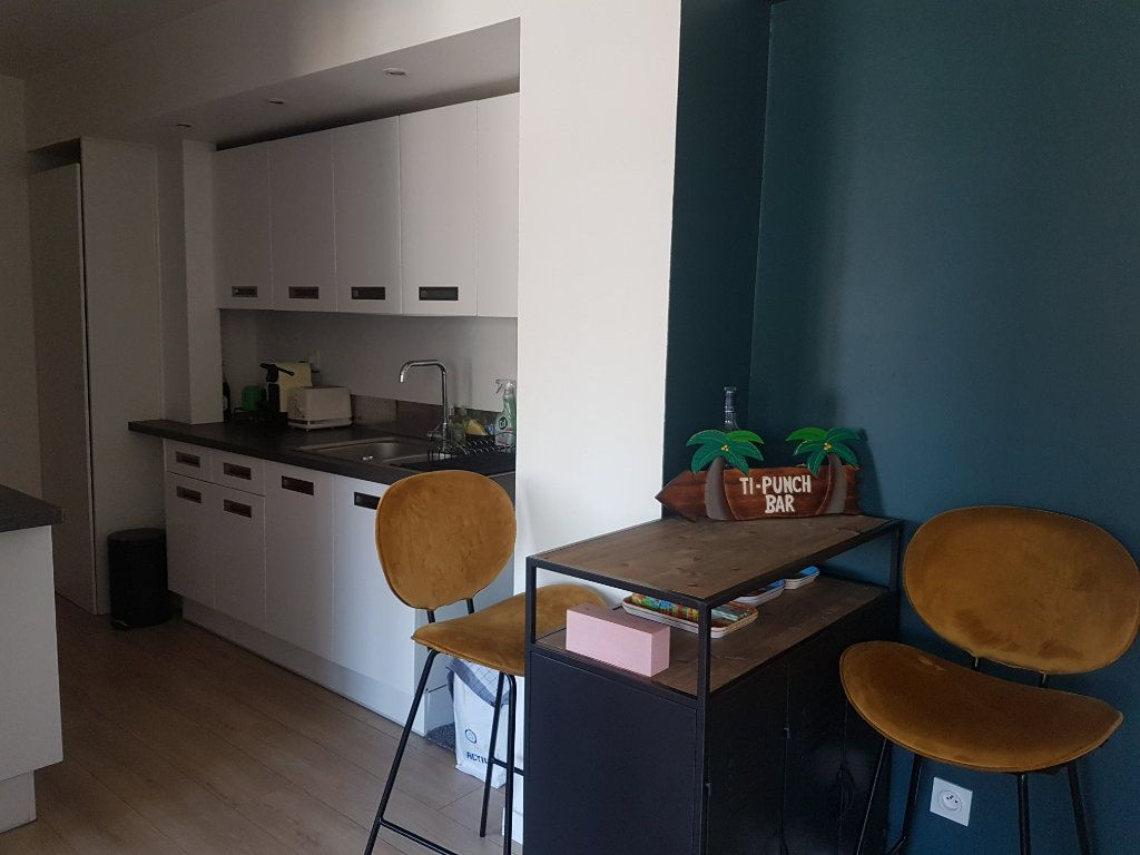 Appartement à louer 4 67m2 à Hazebrouck vignette-3