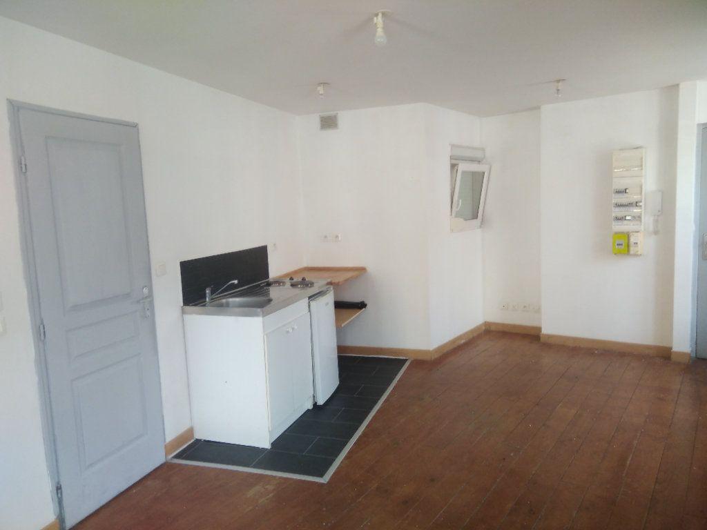 Appartement à louer 1 31m2 à Wattrelos vignette-1