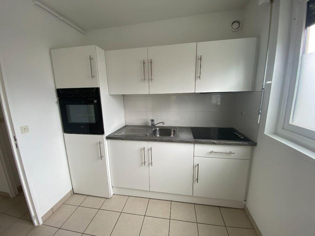 Appartement à louer 3 64m2 à Lille vignette-2