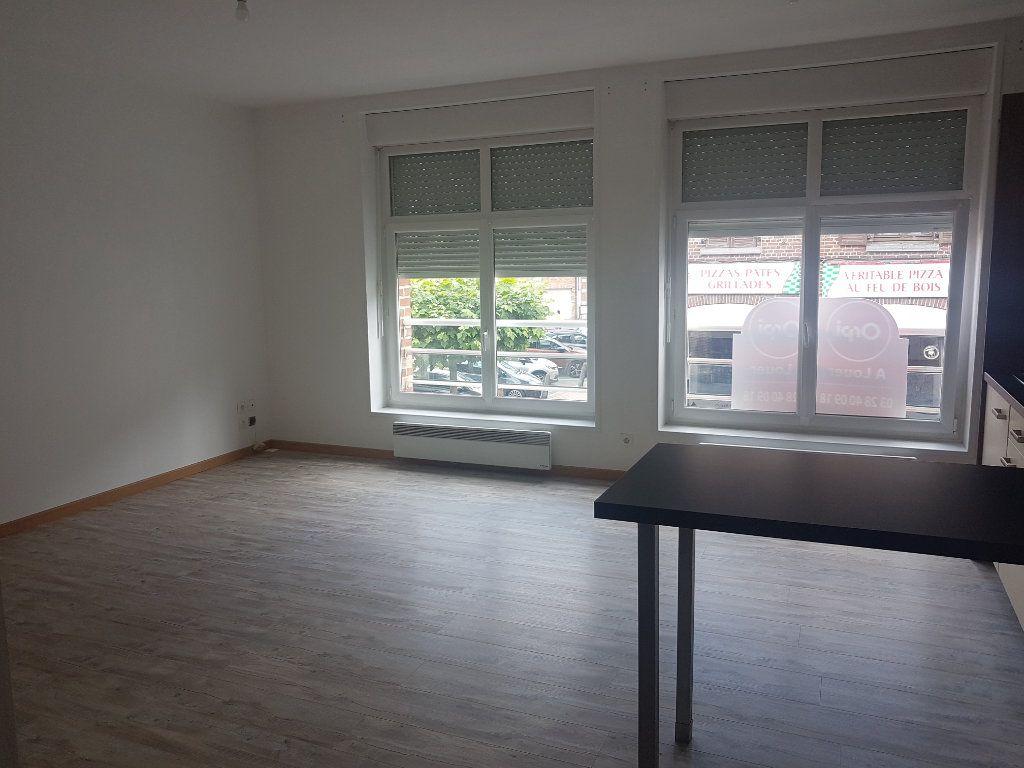 Appartement à louer 2 49m2 à Hazebrouck vignette-3