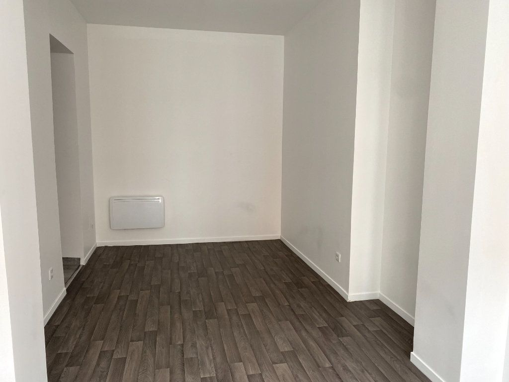Appartement à louer 1 25m2 à Armentières vignette-3