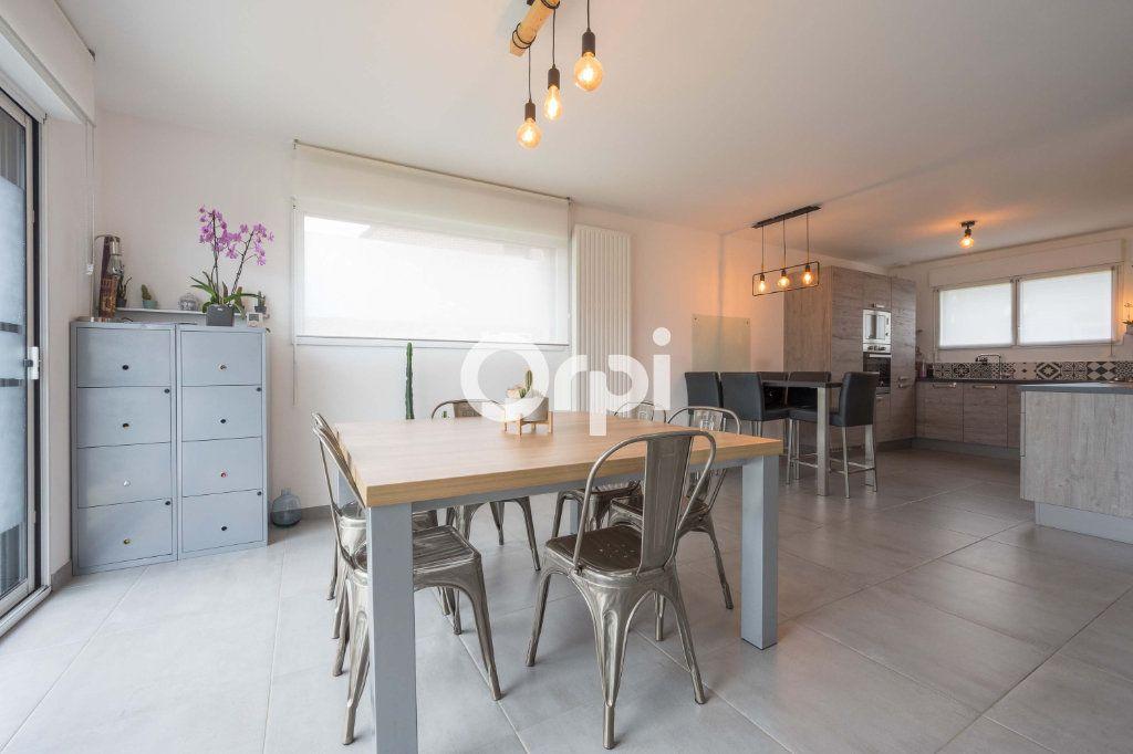 Maison à vendre 7 120.39m2 à Hazebrouck vignette-5