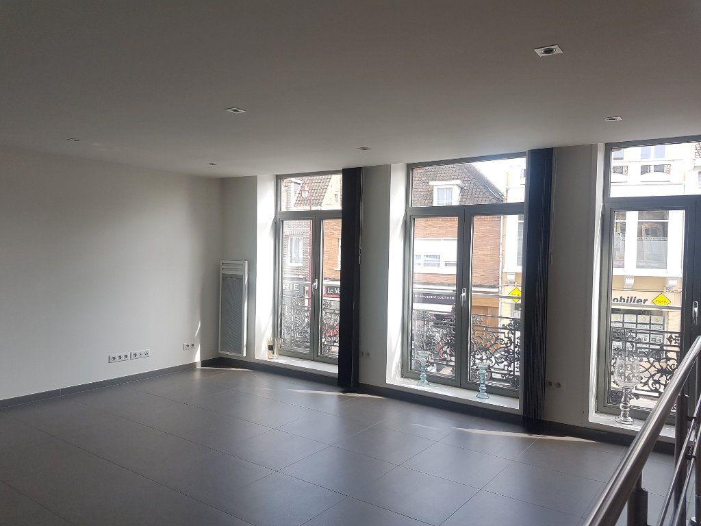 Appartement à louer 4 108m2 à Hazebrouck vignette-2